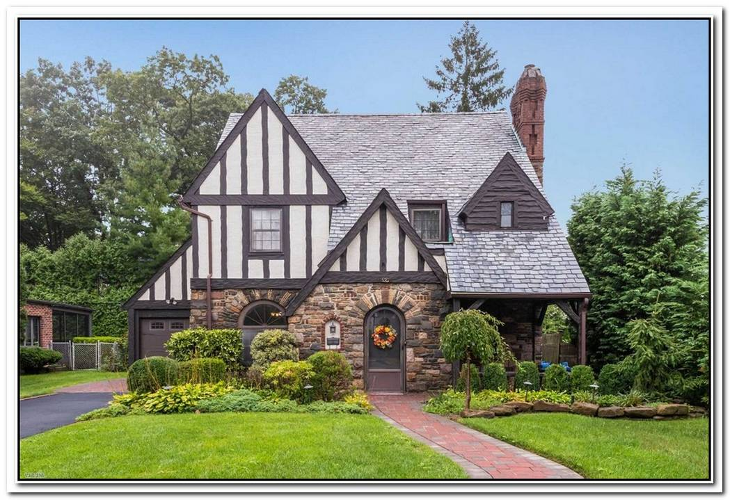 Stunning Tudor Property In Rockville Centre
