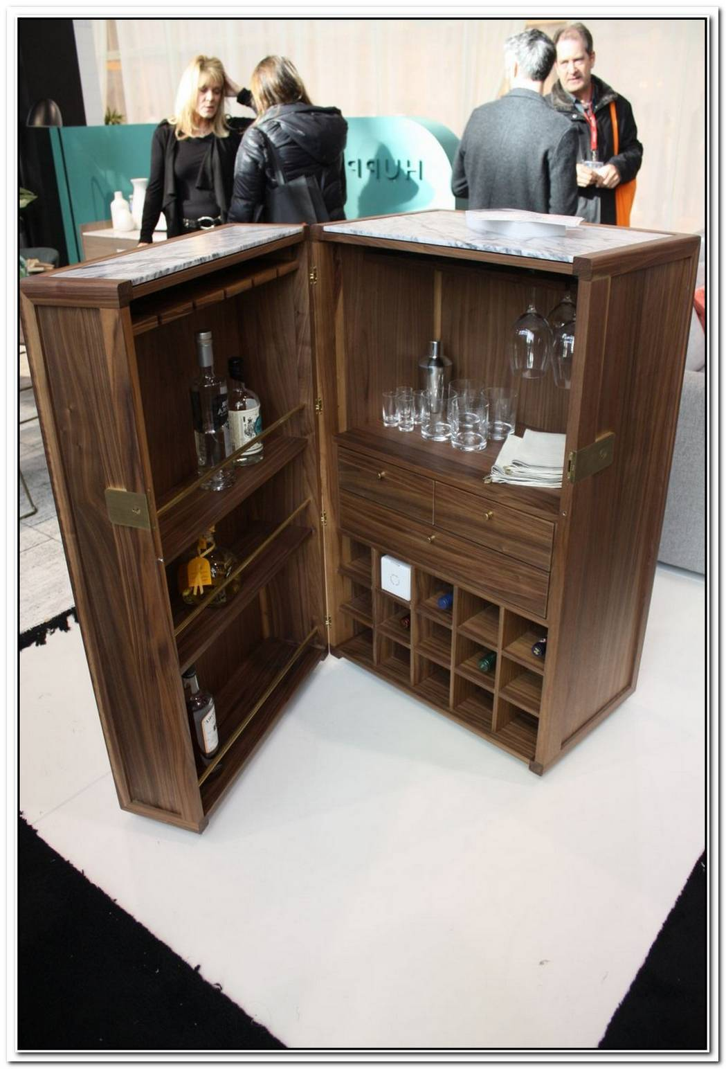 Stylish Credenza Bar Units Every Sophisticated Living Room Needs