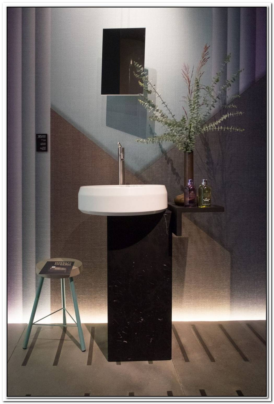 The Comeback Of Pedestal Sinks Illustrated With Sophisticated Designs