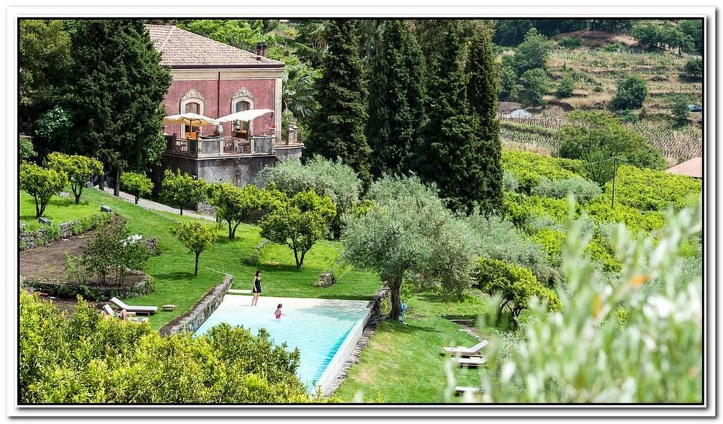 The Monaci Delle Terre Nere Hotel In Sicily