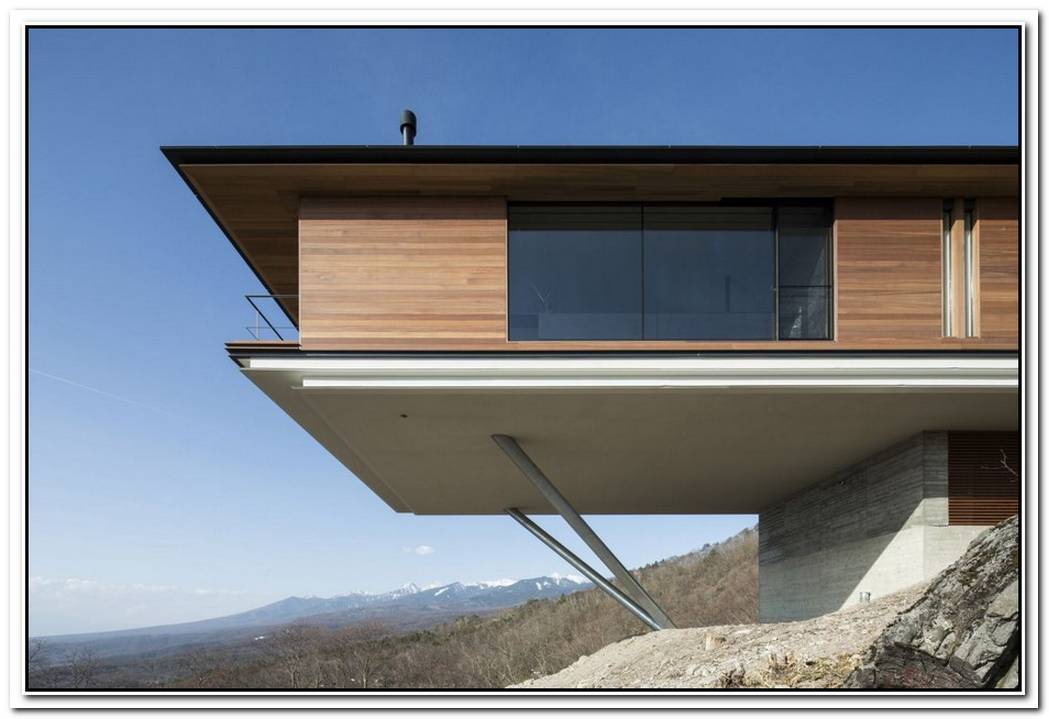 The Trojan House Stands Out With Its Extreme Cantilevered Design