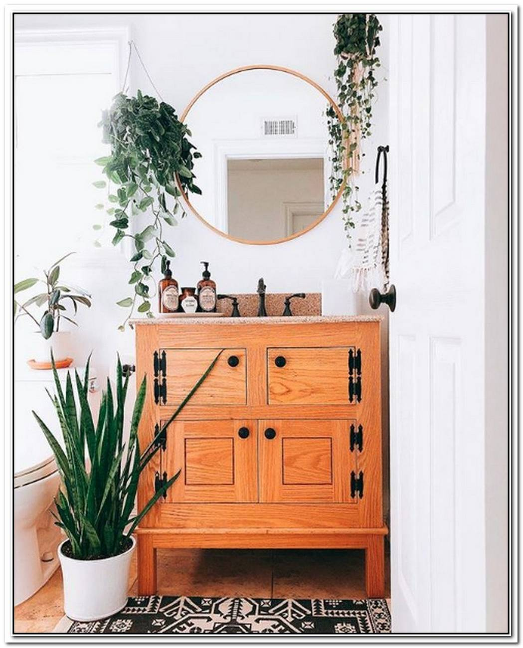 There%E2%80%99S Everything To Love About This Inviting Boho Bathroom