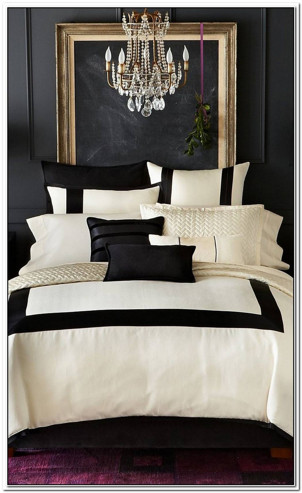 Touches Of Black Sophistication In Décor