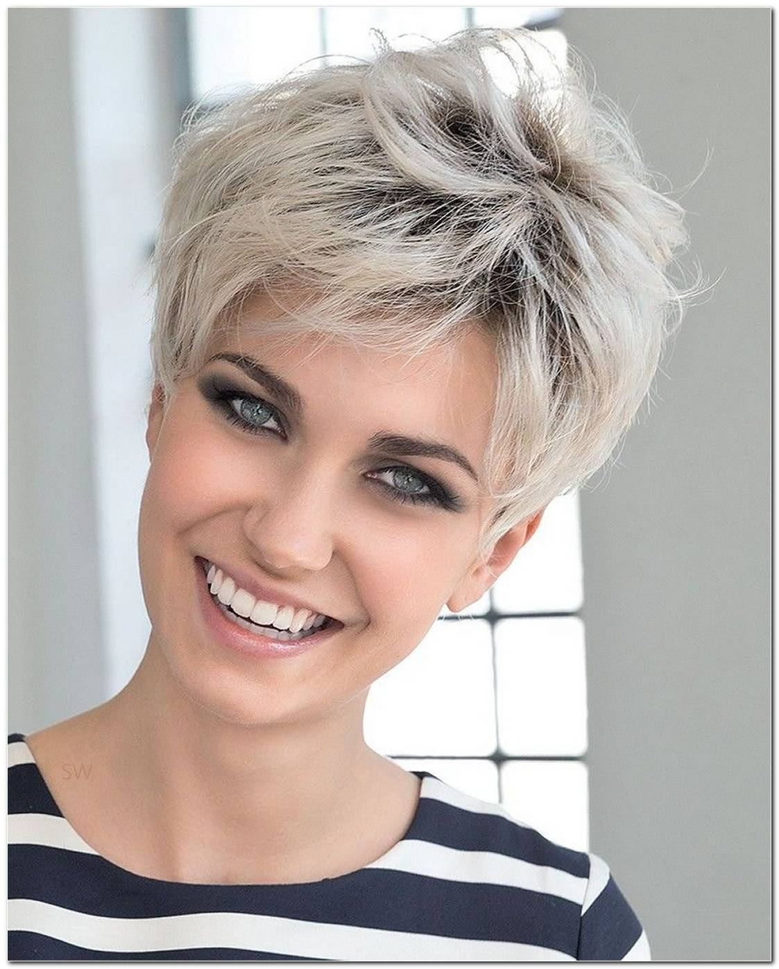 Undercut Frisuren Frau Blond