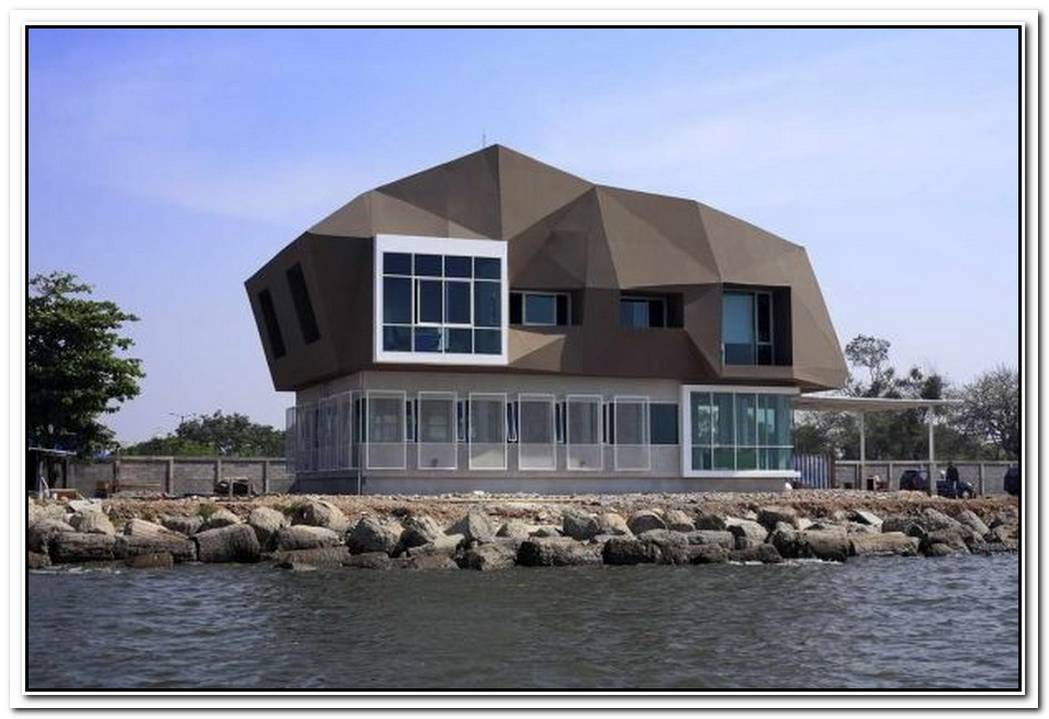 Unusual Shipbuilding Office Design Resembling A Meteorite