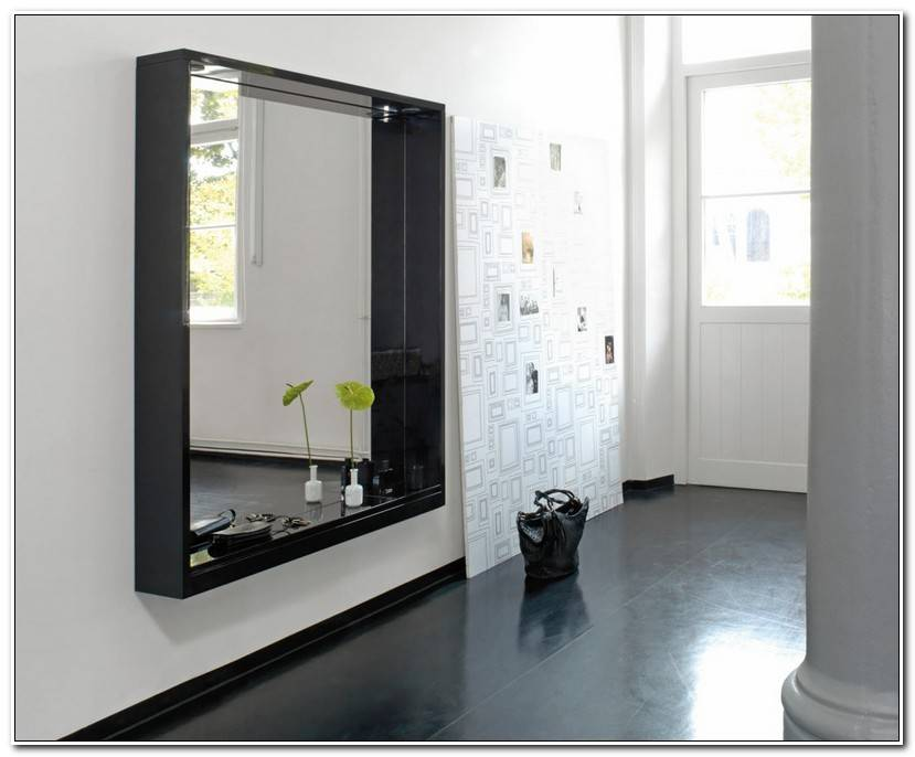 Vorzimmer mit Spiegelpaneel