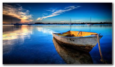 Boat On The Water HD Wallpaper