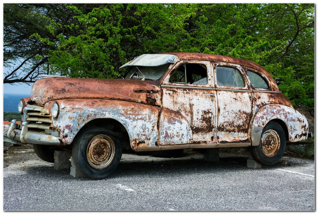 Broken Car Vehicle Vintage Wallpaper