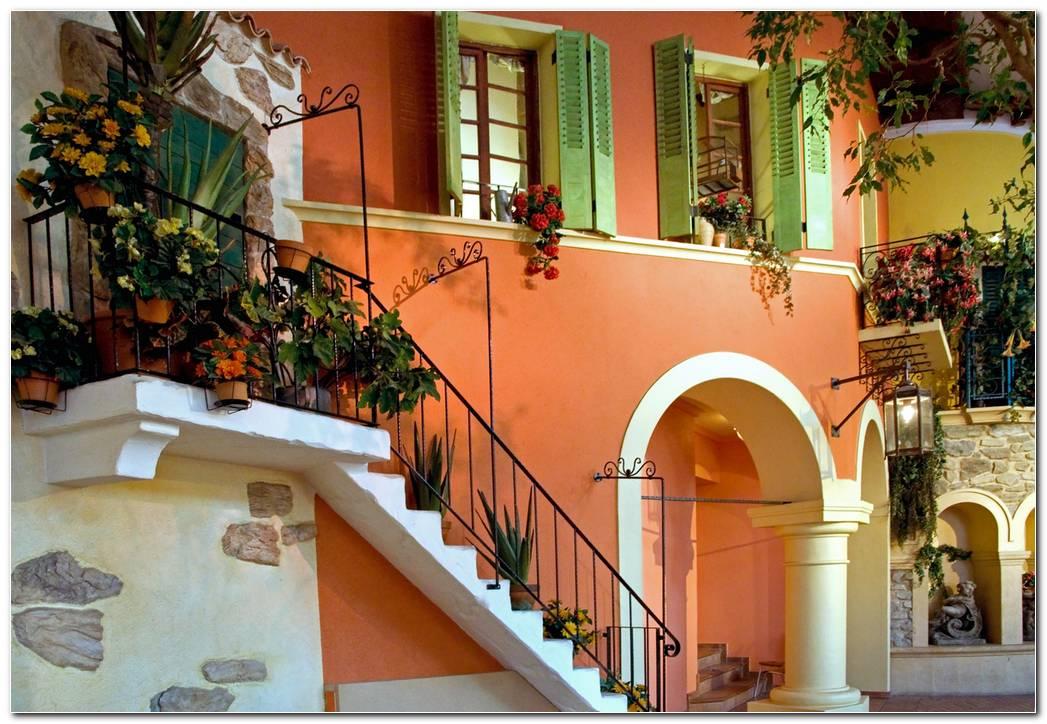 Casa Con Escalera Exterior