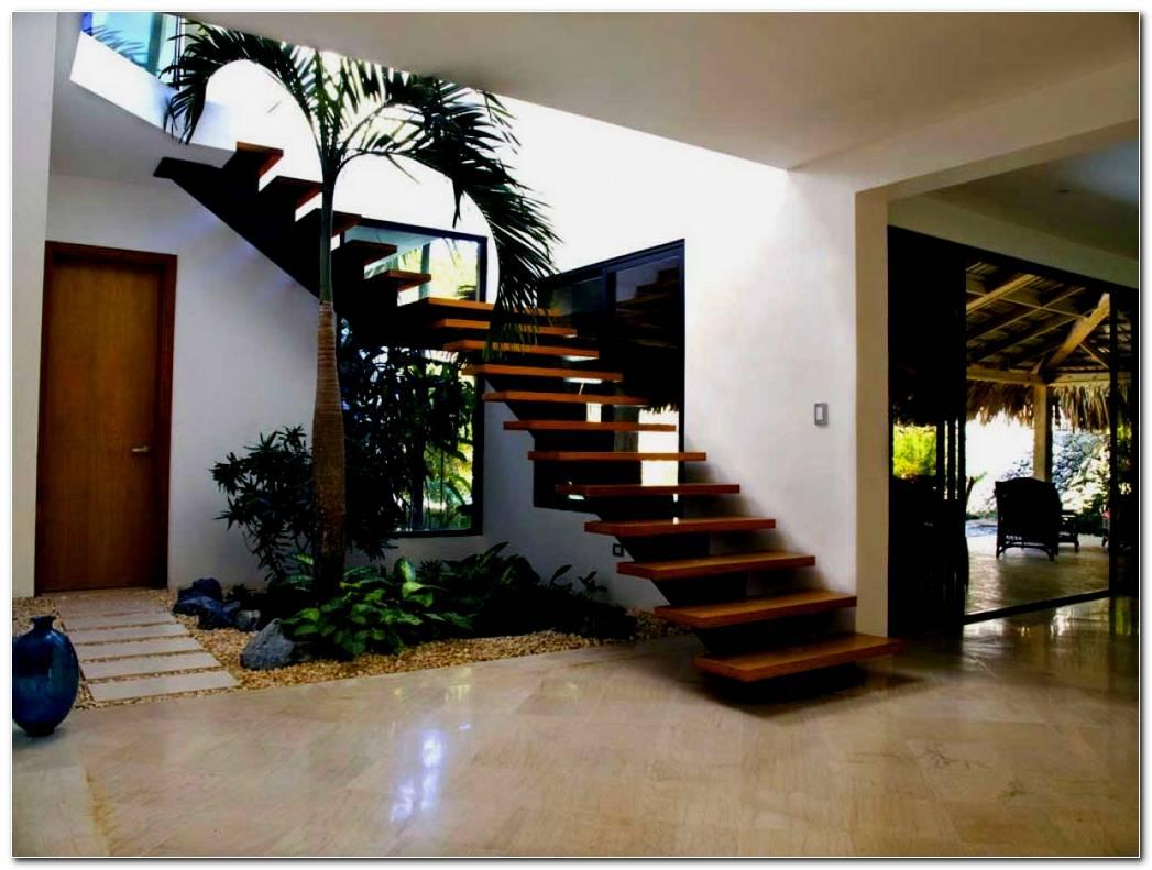 Casa Con Jardineras Interiores