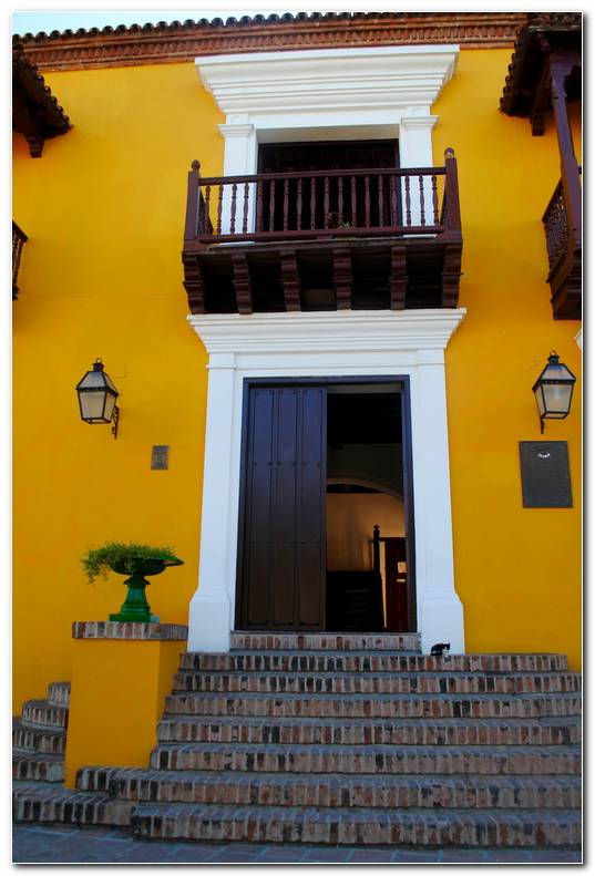 Casa Exterior Amarillo
