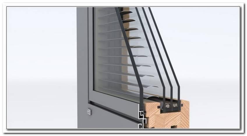 Fenster Mit Jalousien Im Glas