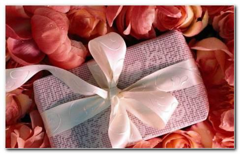Gift And Petals HD Wallpaper