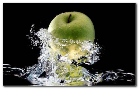 Green Apple In A Splash Of Fresh Water HD Wallpaper