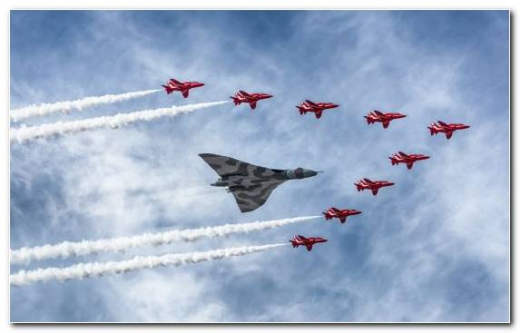Image Air Travel Royal Air Force Aerobatics Avro Vulcan Military Aircraft
