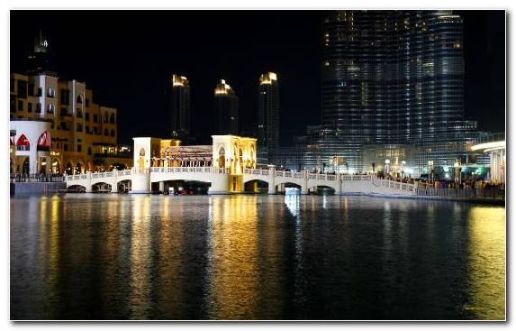 Image Capital City Shopping Mall Waterway Reflection Evening