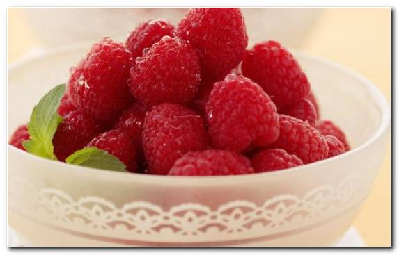 Image red raspberry frozen dessert fruit strawberry plate