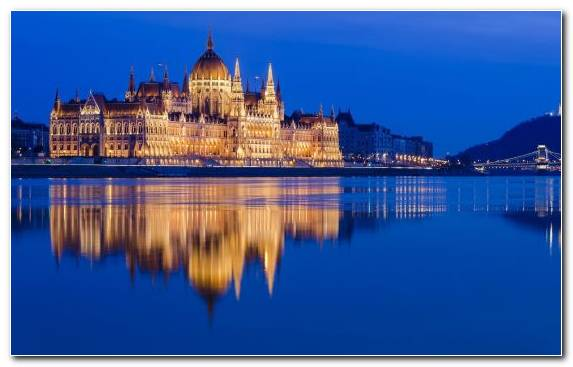 Image reflection tourist attraction new york city Hungarian Parliament Building Chain Bridge