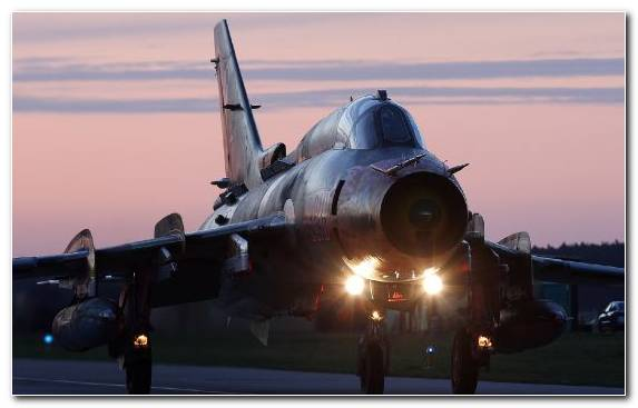 Image sukhoi ground attack aircraft evening military aircraft aerospace engineering