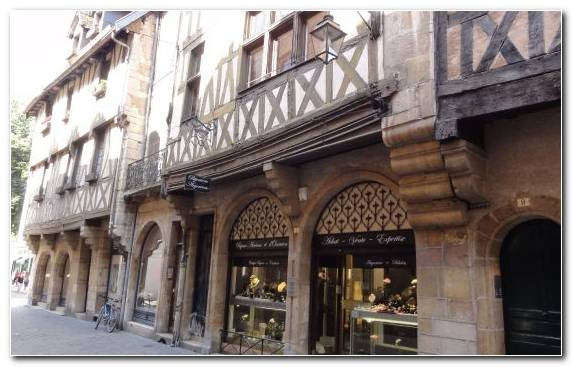 Image town middle ages tours arch medieval architecture