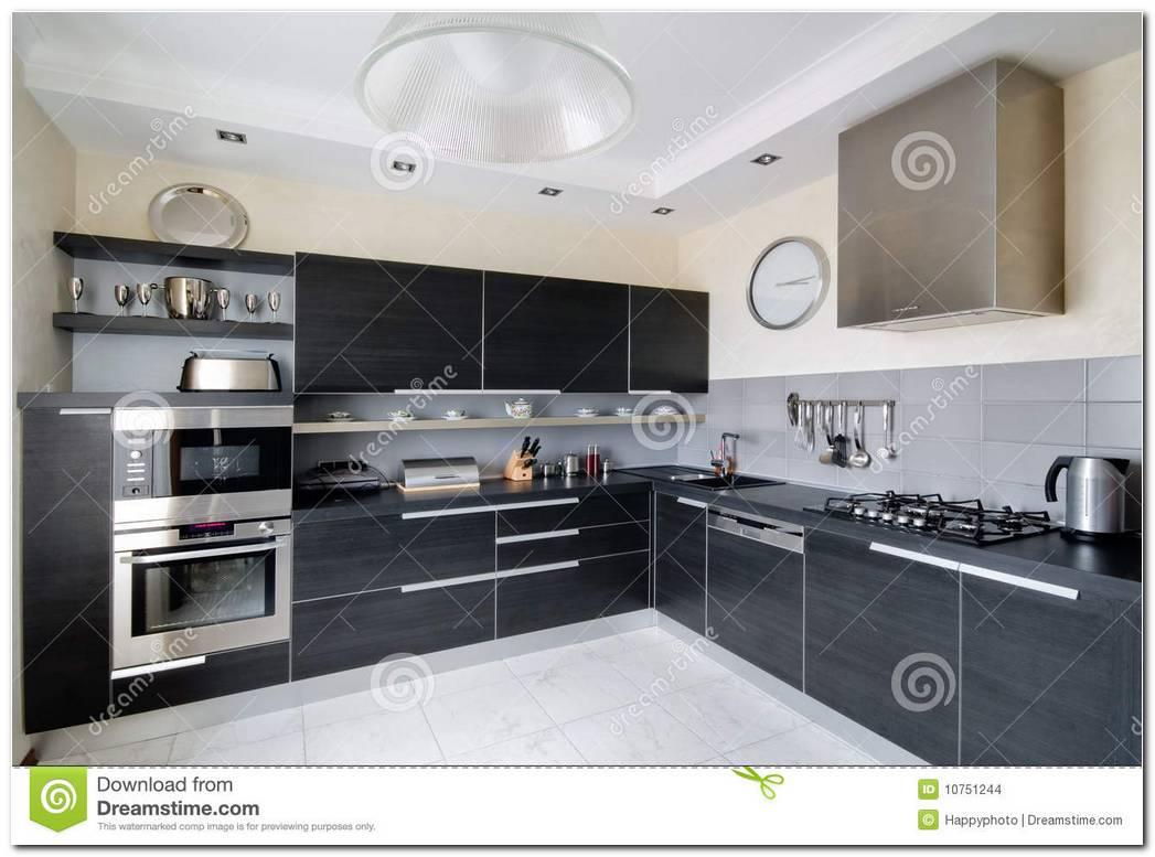Interior De Una Cocina A Le A