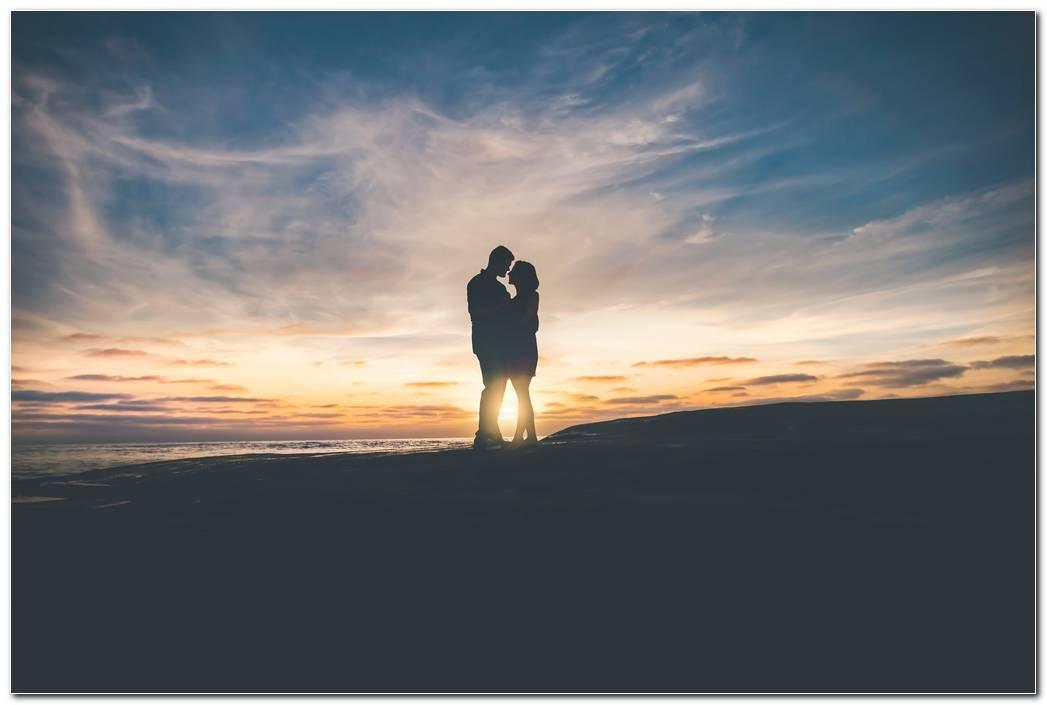Love Couple Sunset Wallpaper