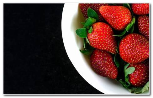 Plate Full Of Red Strawberries HD Wallpaper