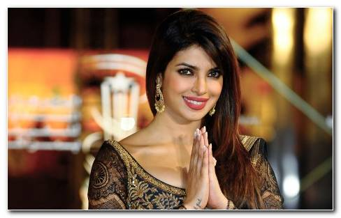 Priyanka Chopra In Ritu Kumar Saree Wallpaper