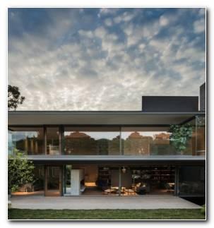 Ramos House 280x300