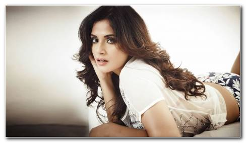 Richa Chadda Bollywood Celebrity Actress Model Girl Beautiful Indian Brunette Pretty Cute Beauty Face
