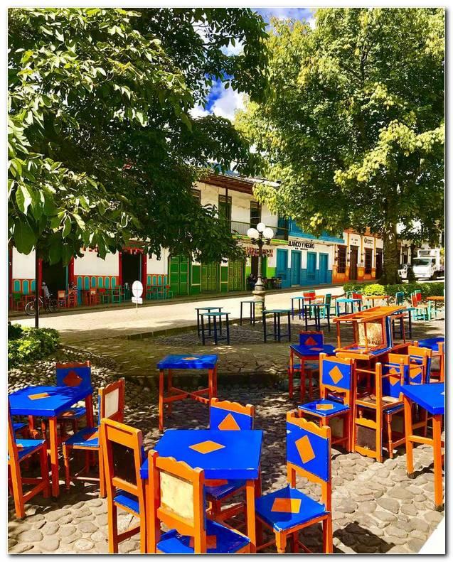 Sillas De Colores Jardin Antioquia