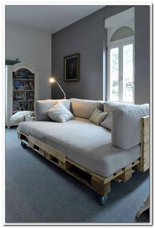 Sofa Und Bett In Einem Zimmer