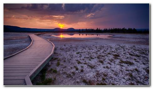 Sunrise In Yellowstone National Park HD Wallpaper