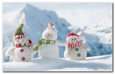 Three Baby Snowmen Wallpaper