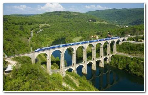 Train On The Bridge HD Wallpaper