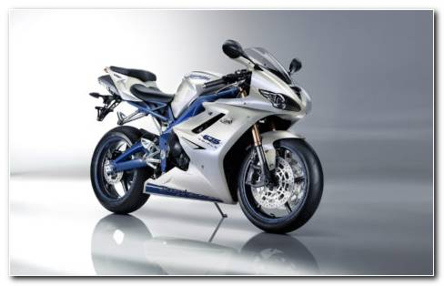 Triumph Daytona 675 HD Wallpaper
