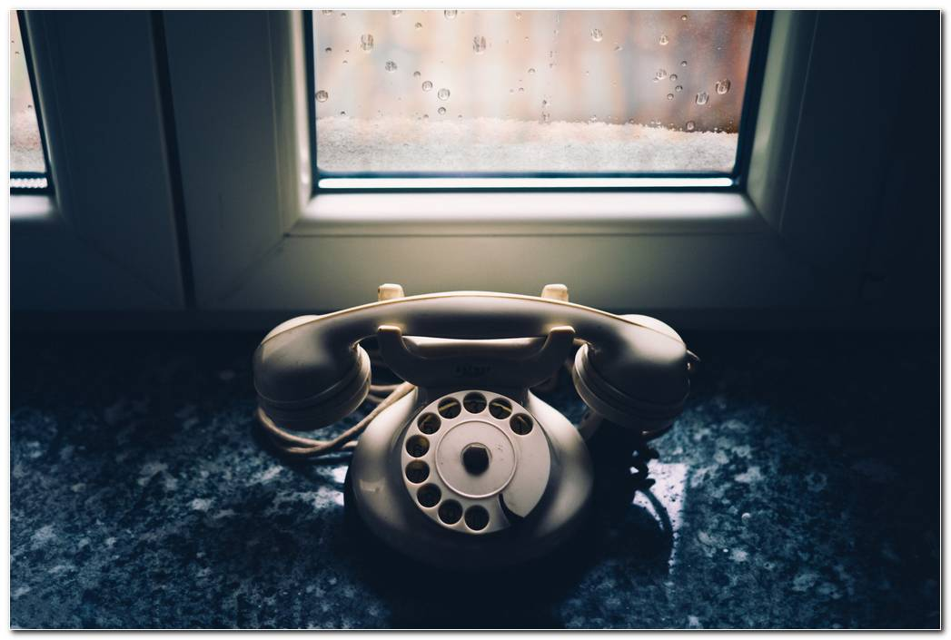 Vintage Wallpaper Telephone