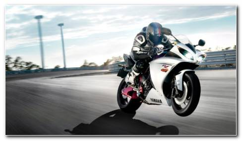 White Yamaha R1 HD wallpaper