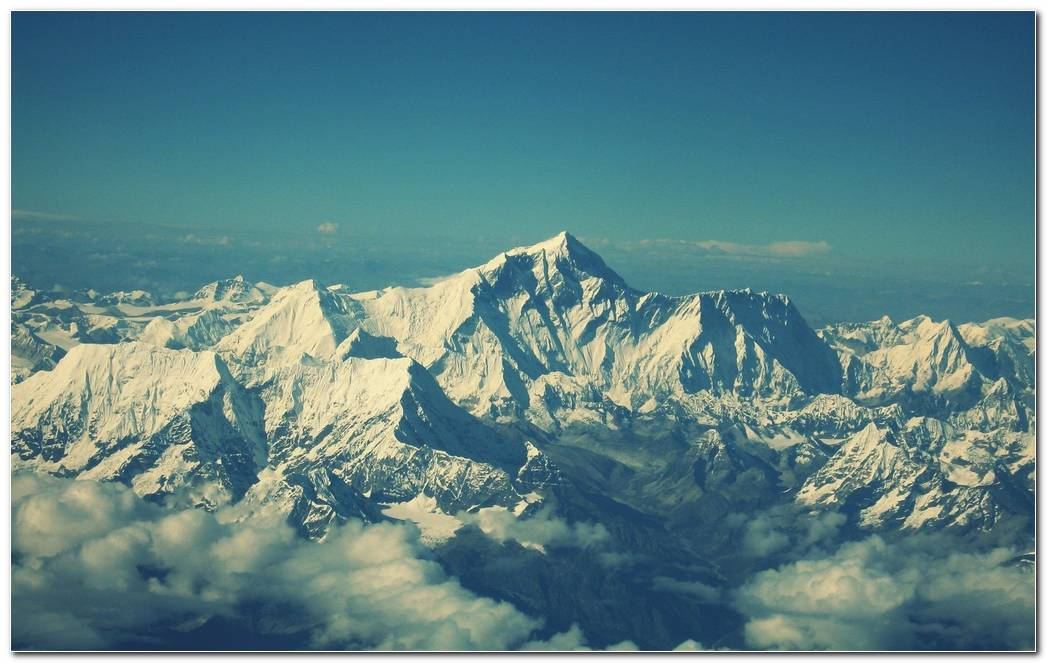Wonderful Everest Mountain Background Wallpapers