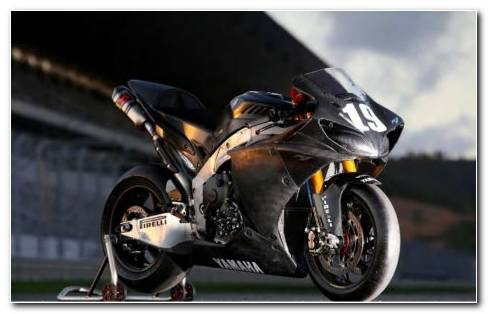 Yamaha R1 Black HD wallpaper