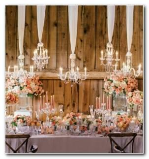 decoracion abundante flores velas candelabros estilo primavera