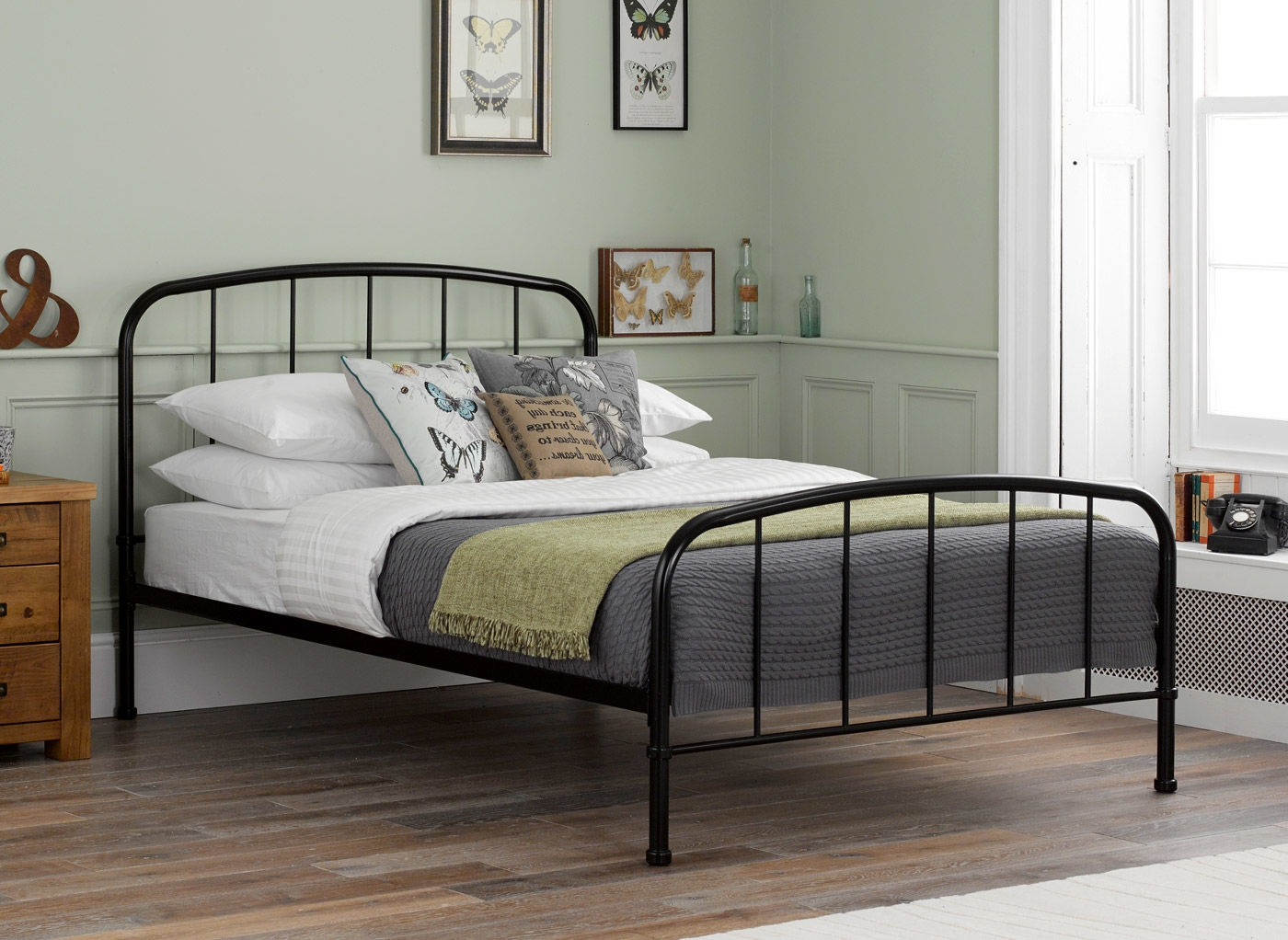 Traditional Metal Bed Frame