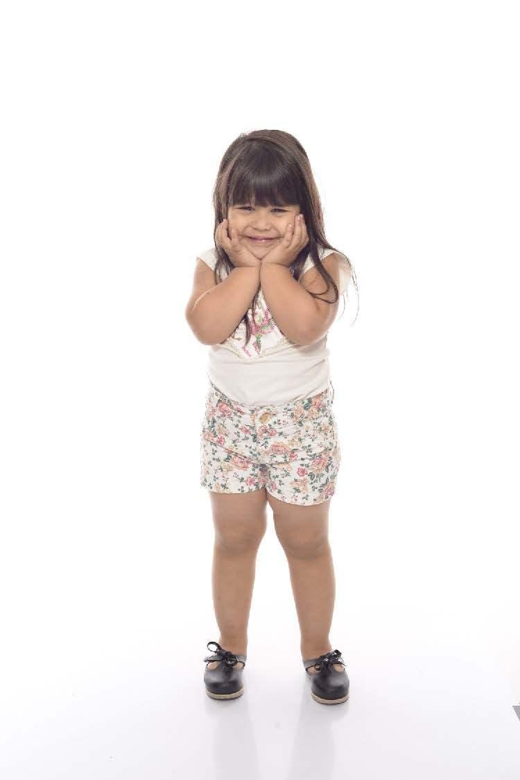 Shorts Jeans Feminino Infantil com Flores Infantil [665]