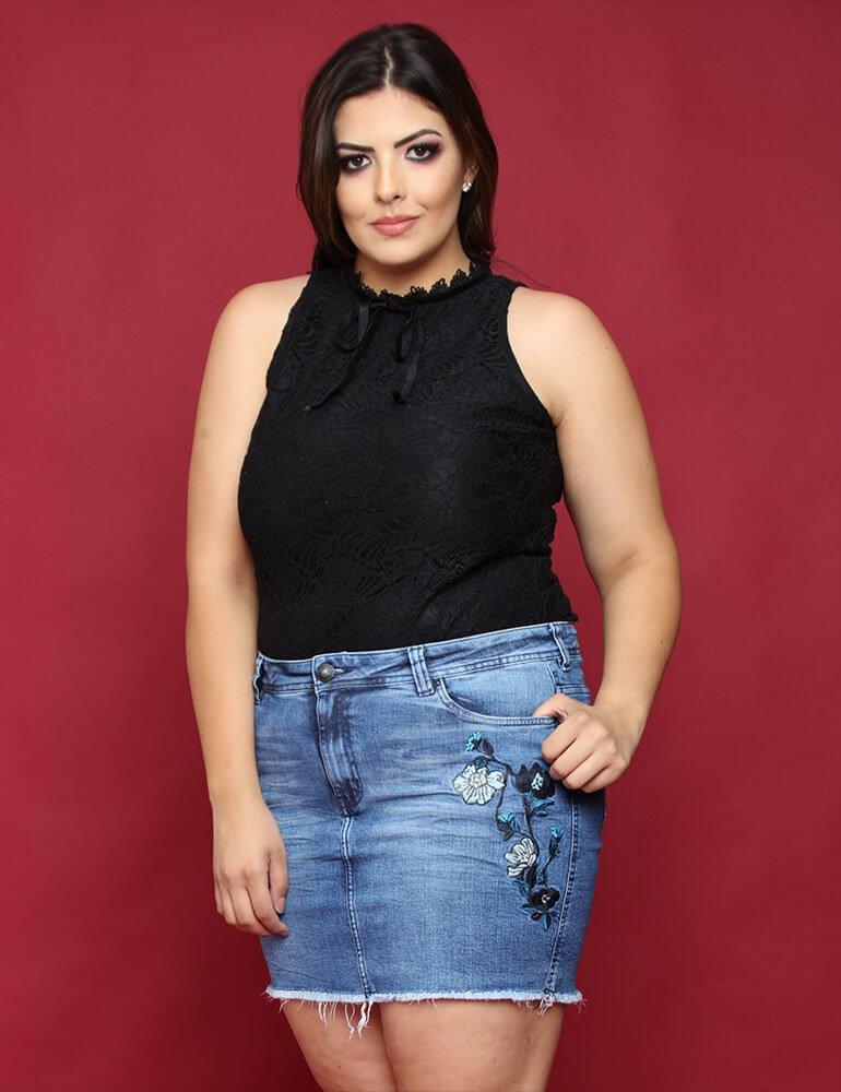 4d35d4a6f Mini Saia Jeans Feminina Com Bordados Florais Fact Jeans Plus Size ref.  03174