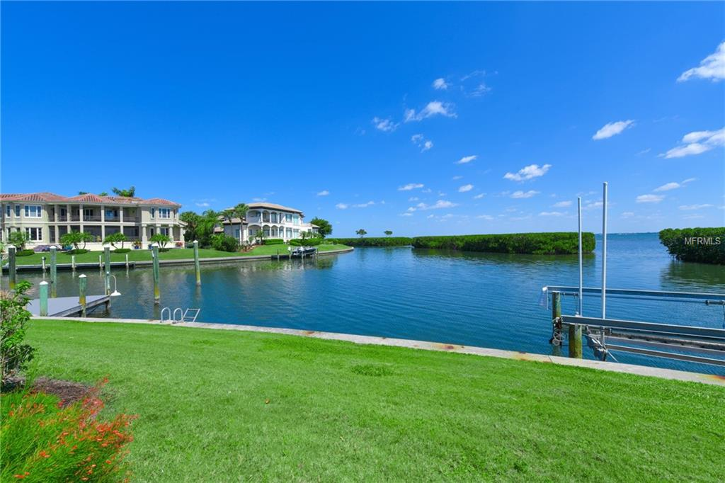 561 Harbor Cove Cir Longboat Key Florida 34228