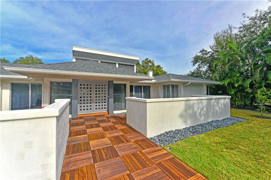 Single Family Home 1449  HILLVIEW DRIVE , SARASOTA for sale - mls# A4407215