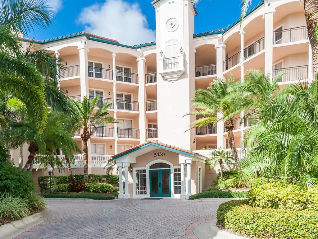 Condo 5430  EAGLES POINT CIRCLE , SARASOTA for sale - mls# A4414730