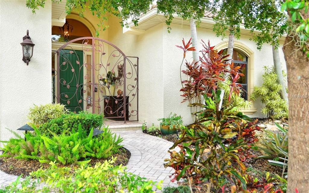 Single Family Home 2525  MARBLEHEAD DRIVE , SARASOTA for sale - mls# A4421190
