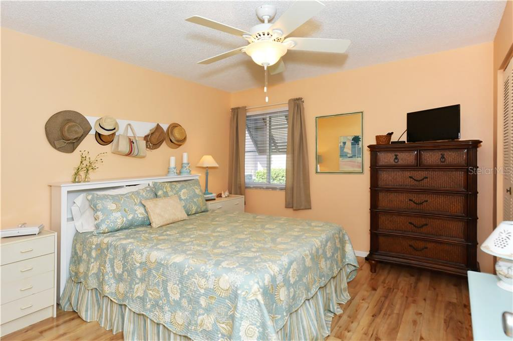 Condo 5663  MIDNIGHT PASS ROAD , SARASOTA for sale - mls# A4423788
