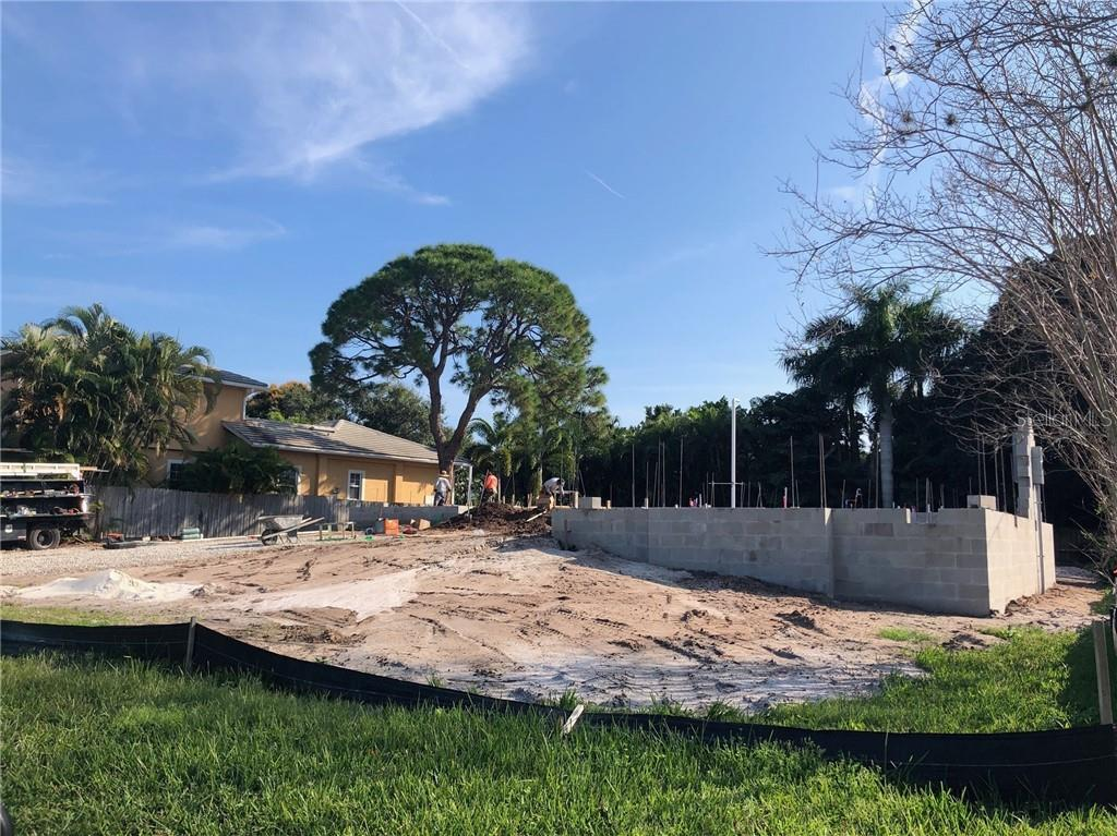 Single Family Home 1534  HARBOR PLACE , SARASOTA for sale - mls# A4424649